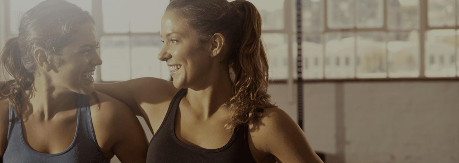 Starke-Frauen-im-Fitness-Loft-1600x570px