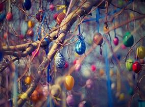 Ostereier Deko im Baum