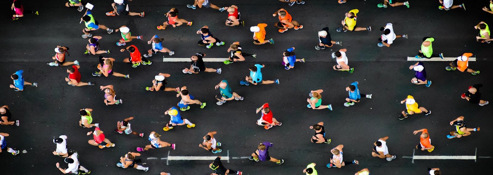 Marathon Läufer aus der Vogelperspektive