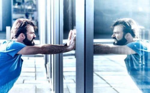 Mann-und-Spiegel
