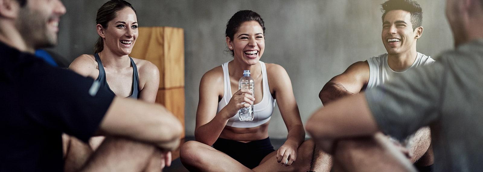Junge Mitarbeiter der Fitness-Lofts