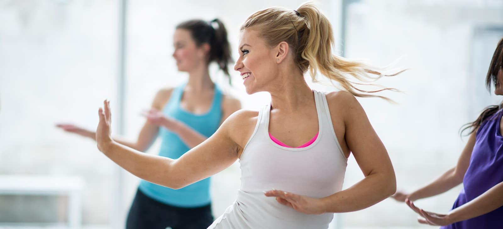Zumba tanzen, lachen unter Frauen