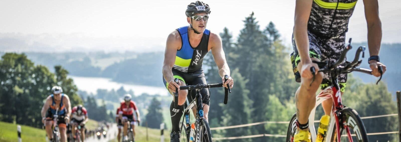 Tilmann auf dem Fahrrad beim Allgäu-Triathlon