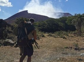 Michl aus dem Fitness-Loft vor einem Vulkan
