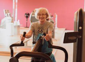 Sicheres Training mit Frau im Fitness-Loft Woman Freiburg