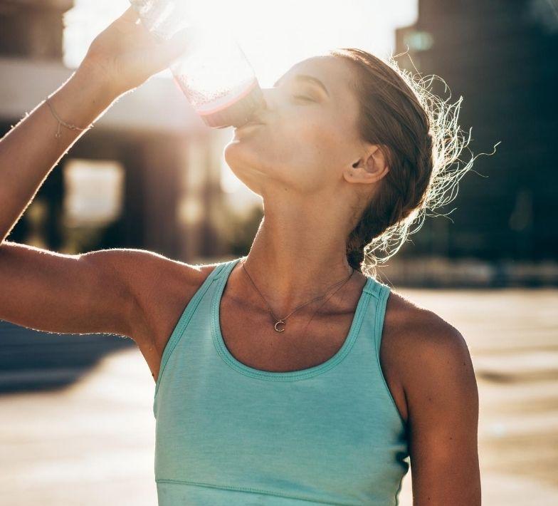 Wasser trinken hilft bei Cellulite