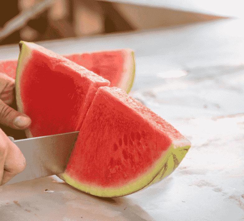Wassermelone schneiden