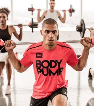 Gruppe beim Fitnesskurs Bodypump