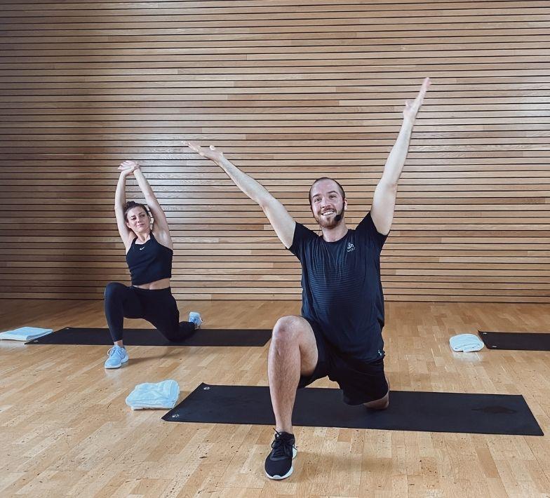 Trainer Fabian im Live Onlinekurs von Fitness-Loft