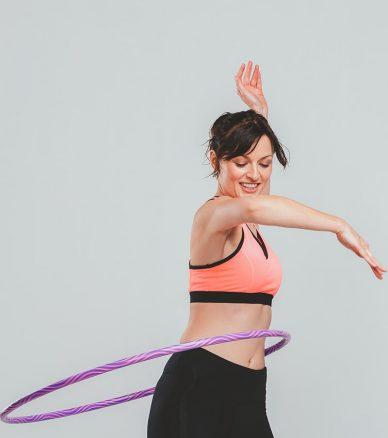 Hula Hoop Home Workout für einen flachen Bauch und eine schlanke Taillie